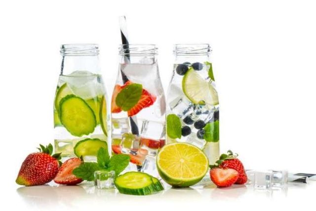 Minuman sehat infused water
