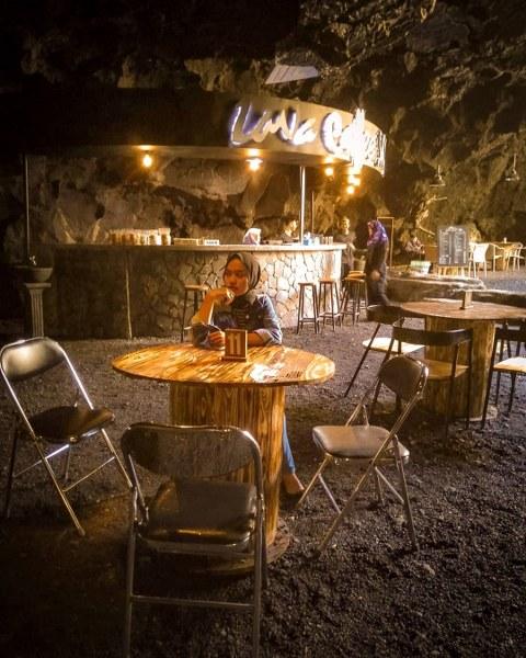 Kafe di dalam Gua